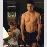 colin-donnell-arrow-shirtless