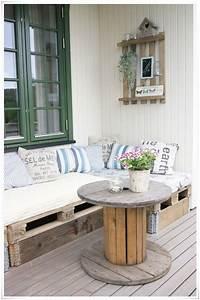 Salon De Jardin En Bois : des palettes en bois et de la cr ativit ~ Dailycaller-alerts.com Idées de Décoration
