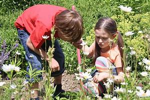Spiel Im Garten : spielen riechen schmecken kindergerechte g rten nabu ~ Frokenaadalensverden.com Haus und Dekorationen