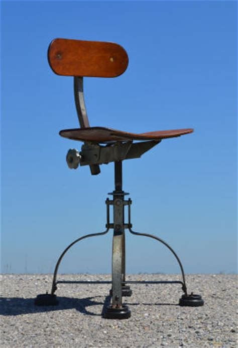 fabricant de cuisine allemande ancienne chaise d 39 atelier dite quot bienaise quot car c 39 est le nom du fabricant parisien de sièges