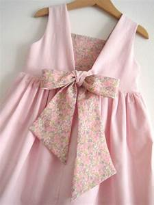les 25 meilleures idees de la categorie patron robe sur With chambre bébé design avec robe fleurie enfant