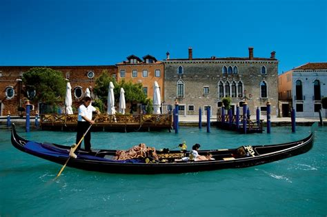 Finding The Best Gondola Ride In Venice Gloholiday