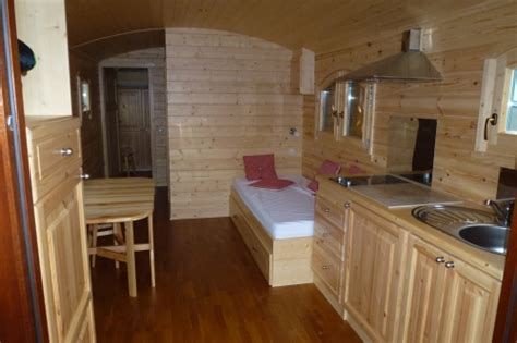 cabane dans une chambre fabrication roulotte roulottes de bohême fabrication