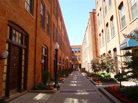 As of july 2021, the average apartment rent in detroit, mi is $727 for a studio, $632 for one bedroom, $896 for two bedrooms, and $1,456 for three bedrooms. River Place Apartments - Detroit, MI   Apartments.com