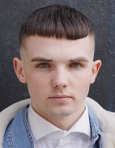 These things are not so intuitive for all young men, thus we are here to help! Hairstyles For Big Head Men - Wavy Haircut