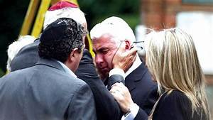Family, friends pay respects at Amy Winehouse funeral