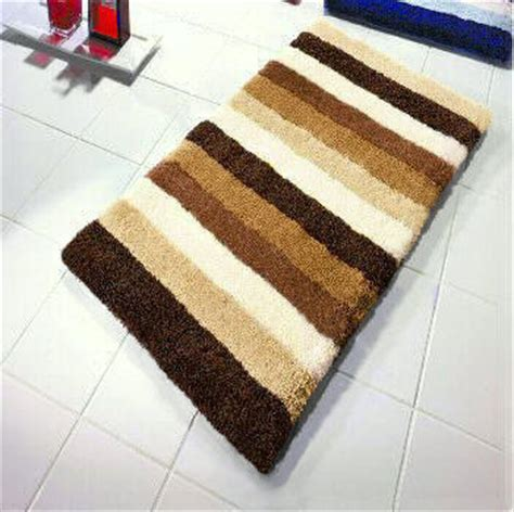 Bilbao : Striped Bath Rug with Thick Pile