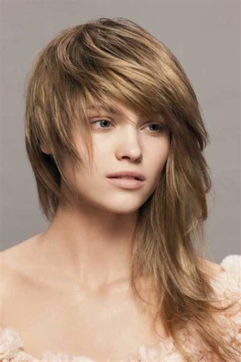 Quelle coupe de cheveux asymu00e9trique pour sublimer votre visage - Archzine.fr