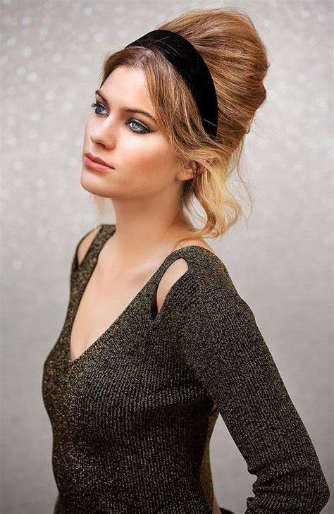 easy 60s beehive hairstyle for you to try this party