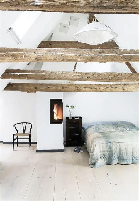 holzbalken in decke finden ein gem 252 tliches licht gef 252 llt schlafzimmer mit holzbalken