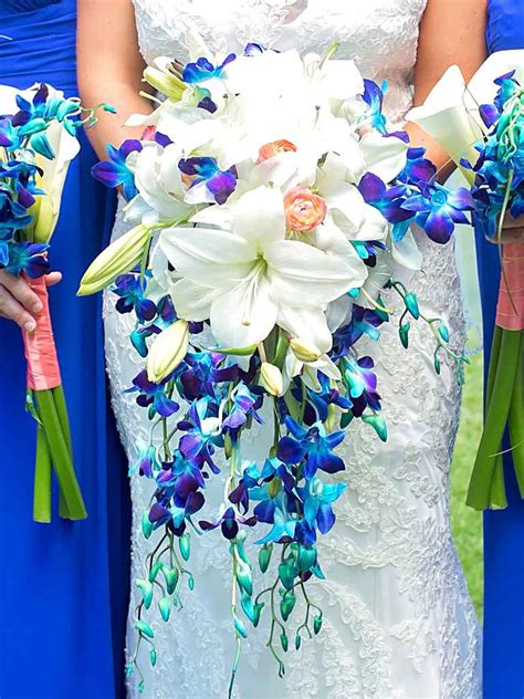 blue wedding flowers   gorgeous blue bouquets