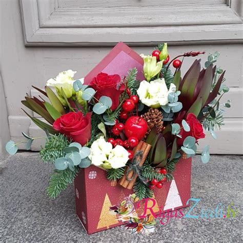 Svētku kompozīcija Sarkana dāvanu aploksne   Rīgas Ziedi