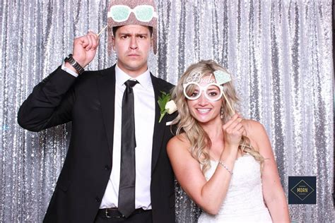 5 Reasons You Need A Wedding Photo Booth