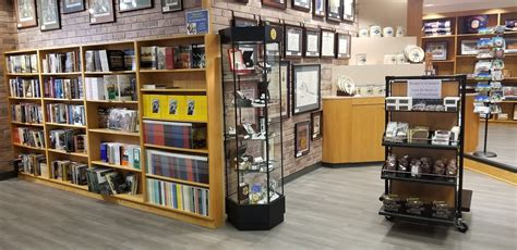 Barnes And Noble Okc Hours by Barnes Noble Will Take College Bookstore The
