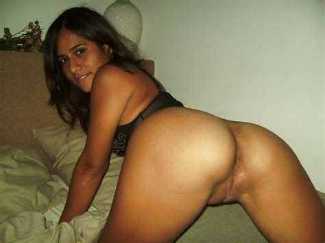 Lovely Arab Exgirlfriend Showing Pussy