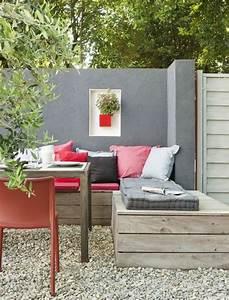 eckbank aus holz mit schonen kissen garten pinterest With französischer balkon mit garten kissen