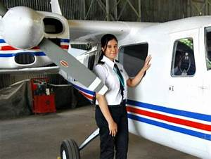 Meet Ayesha Aziz, India's Youngest Pilot Who Got Her ...
