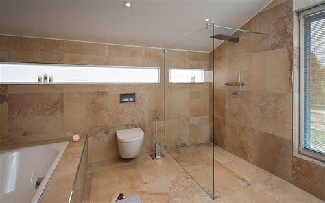 Badezimmer Design Fliesen Braun Gispatchercom