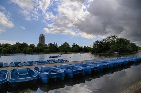 Pedal Boat Hyde Park by Renting Pedal Boats On The Serpentine In Hyde Park