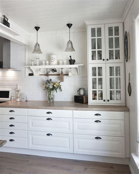 ikea kitchen vitrina behindabluedoor kitchen cocinas