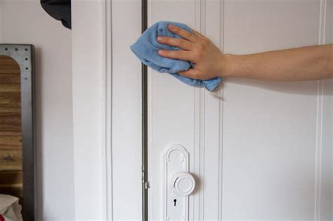 how to get rid of the musty smell in a clothes closet ehow