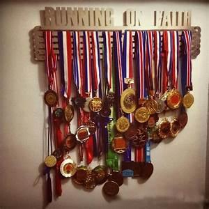 「霸王款」五排式獎牌架(市面最大)、獎牌掛架、獎牌收納、獎牌陳列架,比賽勳章架Medal Display、生日禮物 ...