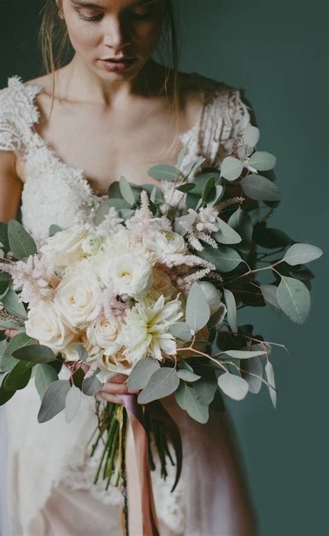 22 Of The Most Beautiful Spring Bouquets For Your Wedding
