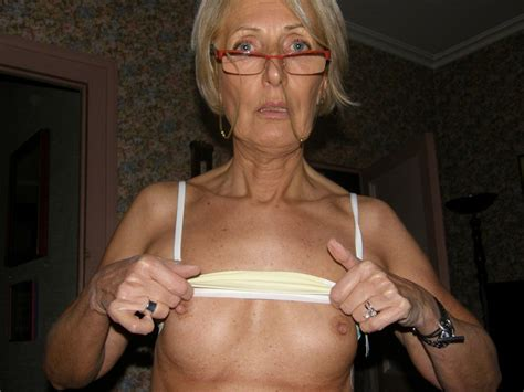 Elegant Slim Granny Posing Naked In This Pics