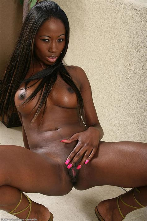 Tight Ebony Milf Plays With Her Pink Pussy On The Balcony Pichunter