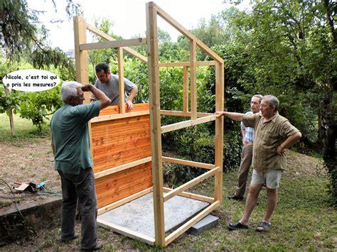 la construction des toilettes seches au jardin terra