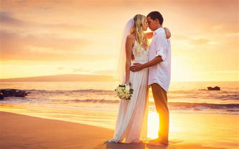 couple love hug sea beach sunset hd love wallpaper
