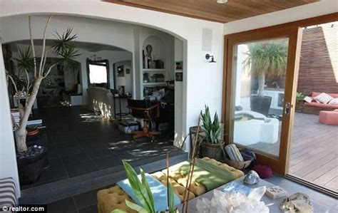 charlize theron rents malibu love nest