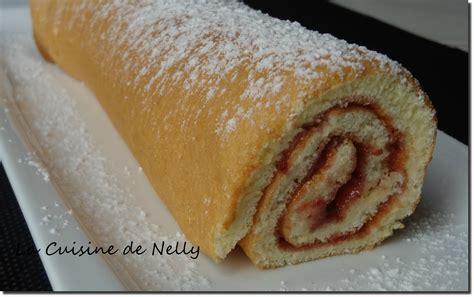 la cuisine de nelly gâteau roulé à la confiture de fraises la cuisine de nelly