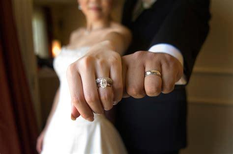 wear  engagement ring   wedding
