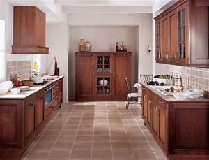 Deco Cuisine Bois : photo le guide de la cuisine cuisine rustique en bois avec sol carrelage moka ~ Melissatoandfro.com Idées de Décoration