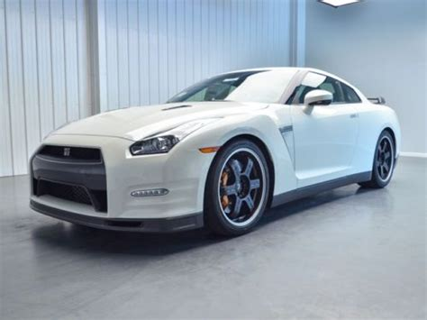 find   nissan gtr track edition pearl white