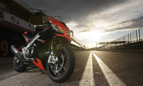 Aprilia Wallpapers by Aprilia Rsv4 Wallpapers For Laptops And Computers