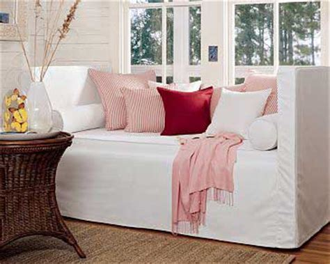 daybed that looks like a sofa the advantages of having a daybed home furniture