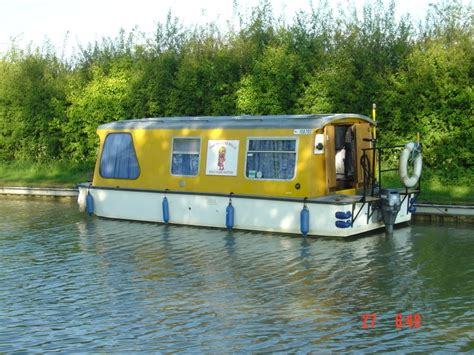 Small Boat In English by 1970 S English Canal Boat Shantyboatliving