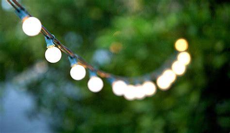 Unvergessliche Gartenparty Im Sommer Lichterkette Idee