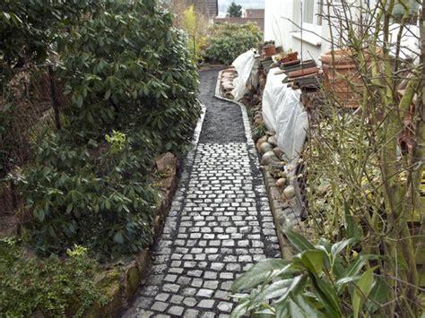 Gartenweg Anlegen Fuer Hobbyhandwerker Kein Schwerer Brocken by Gartenweg Anlegen Anleitung F 252 R Hobbyhandwerker Bauen De