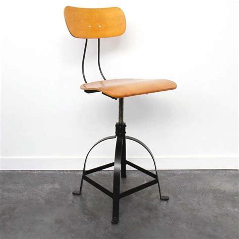 chaise reglable hauteur 27 idées déco de tabouret et chaise de bar industriel
