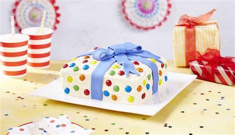 birthday present cake design idea recipe betty crocker uk