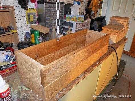 wandgestaltung wohnzimmer cedar bench  planter boxes