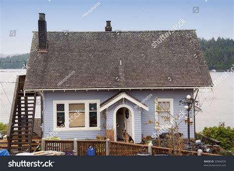 Coastal Cottage Tofino Canada Stock Photo 32966830