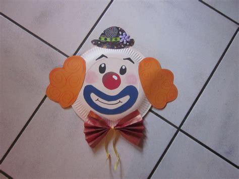 clown gesicht basteln clown gesicht besteht aus pappteller karneval