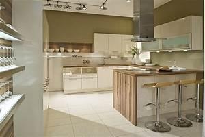 Weisse Küche Mit Holzarbeitsplatte : u k che wei mit holzarbeitsplatten ~ Eleganceandgraceweddings.com Haus und Dekorationen