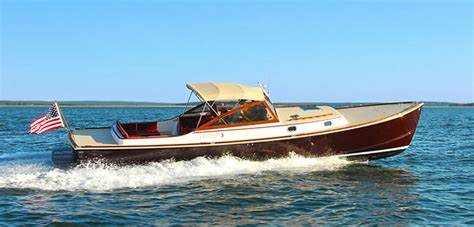 wanted   foot fast  knots wooden motor yacht   client