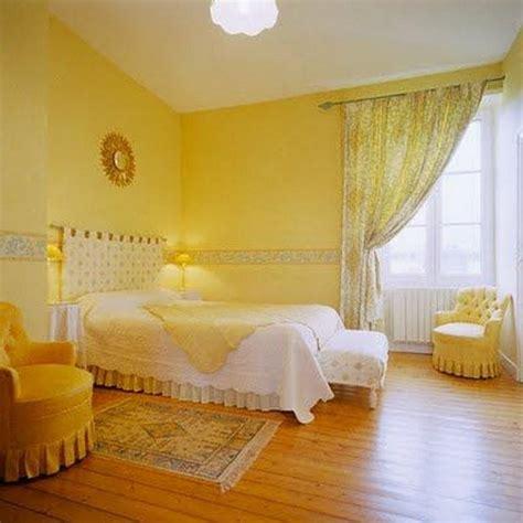 chambre jaune 12 chambres à coucher agréablement décorées en jaune