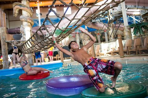 wisconsin dells indoor water parks skiing   winter